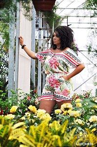 Conjunto short com bolso e elástico na cintura e blusa  floral sublimado.