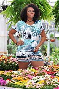 Conjunto blusa e short com cós, bolsos laterais e ziper.