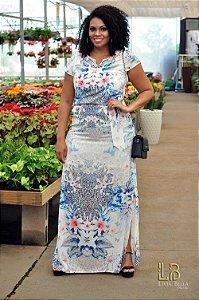 Vestido longo floral com fendas, bordado no decote e cinto.