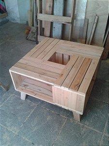 Mesa de centro feita de caixotes  90x90