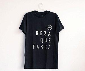 Camiseta Reza que passa (preta)