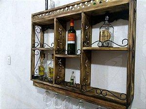 Bar em Metal e Madeira