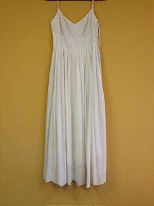 5ad0984eaf Vestido longo creme com leves bordados . (38)