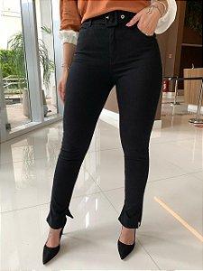 Calça Skinny Preta com cinto Tássia