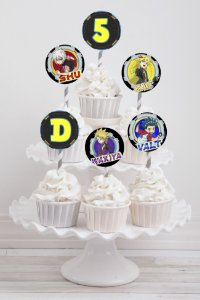 Embalagem com 20 toppers para cupcake Beyblade Burst