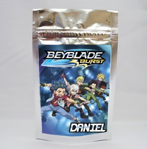 Saco metalizado com tag e corrente Beyblade Burst