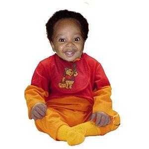 Montagem com a roupa do Baby Pooh