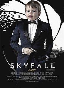 Montagem com poster de 007 - Operação Skyfall