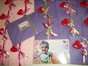 Convite personalizado com envelope e pirulito coração