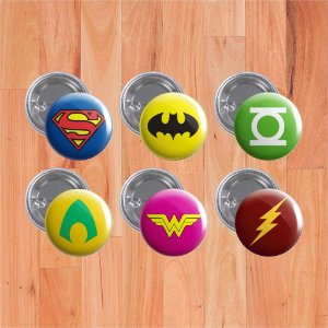 "Botons ""Liga da Justiça"""