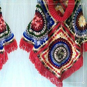 Poncho de crochê colorido com gola