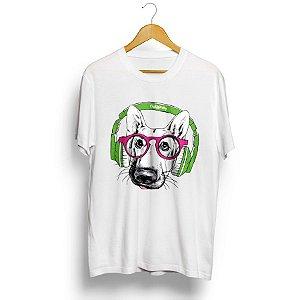 Camiseta Pastor Alemão de Óculos e Fone de Ouvido