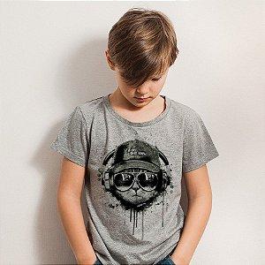 Camiseta Infantil Gato Ouvindo Música de Boné e Óculos