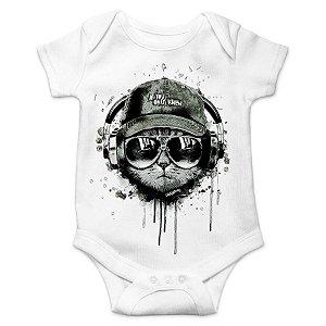 Body Bebê Gato Ouvindo Música de Boné e Óculos