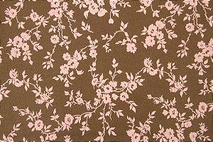 Tecido para Patchwork Floral Rosa fd. Marrom (0,50m x 1,50m)