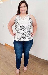 Blusa Casual com detalhe de Renda