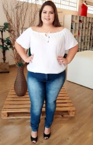 Blusa Basic Plus com decote Canoa