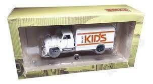 Miniatura Caminhão Chevrolet C6500 Balas Kids