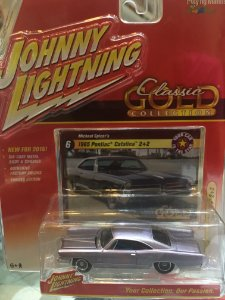 Johnny Lightning Classic Gold Wave - 1965 Pontiac Catalina 2+2