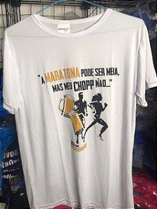 """Camiseta """"A Maratona pode ser meia, mas meu Chopp não..."""" (Meia de Pomerode) em Poliamida"""