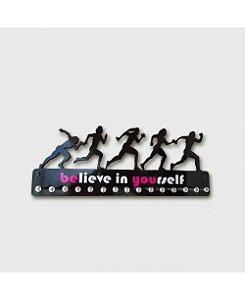 Porta Medalhas Corredoras Feminino em MDF - Frase Believe in yourself