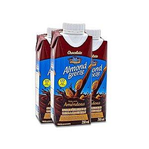 Bebida Vegetal de Amêndoas sabor Chocolate Almond Breeze contendo 3 unidades de 250ml cada