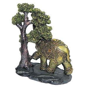 Elefante em baixo de árvore