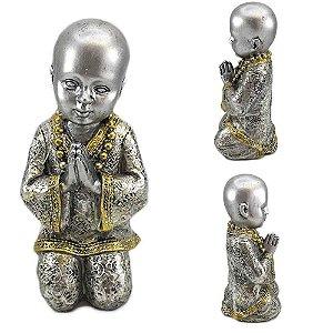 Buda em Resina Prata Rezando