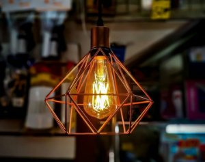 Pendente aramado com lâmpada retrô de led 2 wats