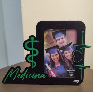 Porta retrato MDF com recortes 10x15 - Medicina
