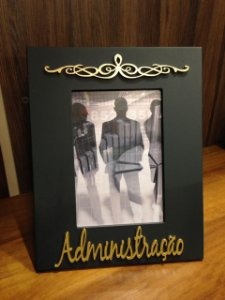 Porta Retrato Ouro e preto 15x21-  Administração