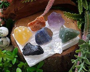 Base de Selenita com Pedras Brutas 7 Chakras