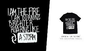 """Camiseta """"I Am The Fire"""" (Preta)"""