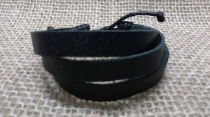 Bracelete de Couro Preto triplo - fecho regulável - preto