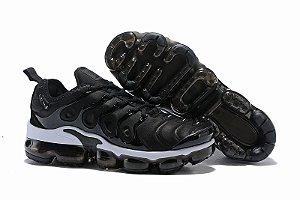 Tênis Nike Air Vapormax Plus - Preto e Branco