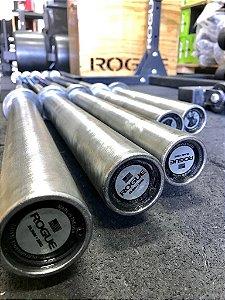 Barra Olímpica Masculina ROGUE 28.5mm 2.0 Eixo Cor Preto Zincado com Mangas Prateadas (Usada)