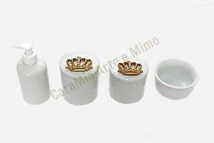 Kit Higiene Bebê Porcelana Dourado | Coroa Dourada em Resina|