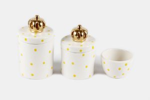 Kit Higiene Bebê Cerâmica | 3 peças| Poá Amarelinho com Apliques de Coroas Douradas