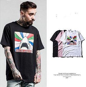 Camiseta Shark Rainbow - Unissex