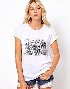 Camiseta Feminina - O surrealismo