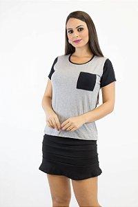 Blusa de malha cinza com detalhe preto