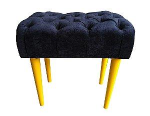 Puff pés palito Decorativo ou apoio de pé Modelo LV53C. (Capitonê). Pés nas cores imbuia e laca amarelo.