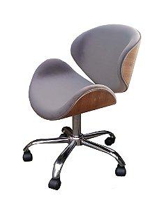 Cadeira Home Office revestida em tecido veludo ou material sintético, e madeira em verniz (cor IMBÚIA) modelo LV40BECMI com base estrela cromada rodízios anti-risco e regulagem de altura. Lv Estofados