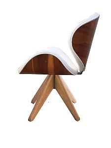 Cadeira Home Office revestida em couro NATURAL (100%) e detalhes em madeira ( cor imbúia ). Modelo LV40BMMICOUNAT com base em madeira maciça e Giratória. Lv Estofados