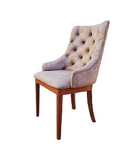Cadeira para sala de jantar com encosto capitone e base em madeira maciça. Modelo LV114BM . Lv Estofados