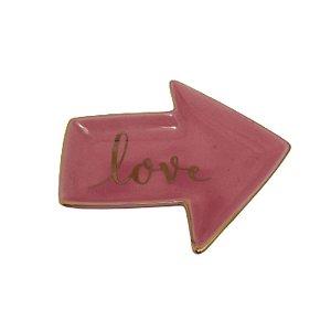 Prato Porta Anéis - Formato de Seta Rosa c/ palavra LOVE Dourada