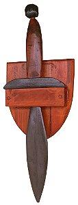 Espada curta com suporte de parede