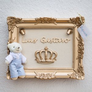 Quadro Porta Maternidade com LEDs Yuki Ursinho Rei Moldura Dourada e Tecido Bege