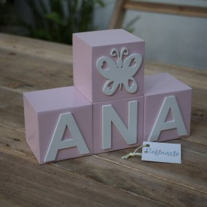 Cubo rosa bebë com aplique branco
