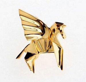 broche em metal cavalo alado
